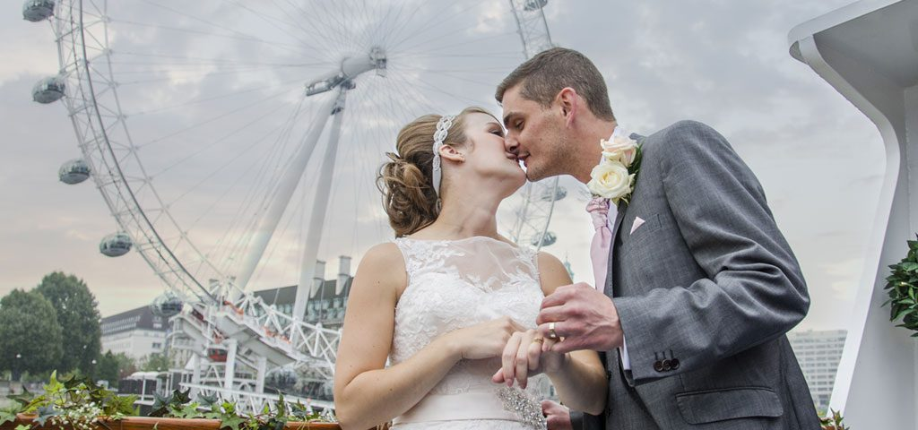 https://www.crownrivercruise.co.uk/wp-content/uploads/2018/08/Wedding-Kiss-on-the-Salient-Sliders.jpg